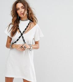 Платье-футболка с вырезами на плечах и декорированным бандажом Sacred Hawk - Белый