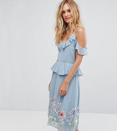 Платье миди на бретелях с вышивкой, оборкой и баской ASOS TALL - Синий