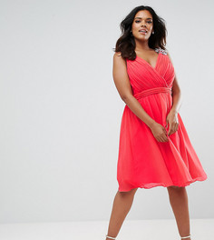 Короткое приталенное платье с отделкой на плечах Little Mistress Plus - Красный