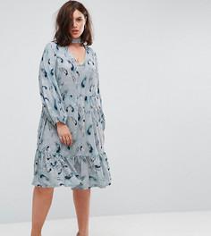 Свободное платье с принтом перьев Lost Ink Plus - Мульти