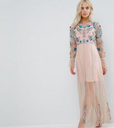 Сетчатое платье макси с цветочной вышивкой, присборенными манжетами и открытой спиной Frock And Frill Petite - Розовый