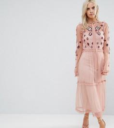 Платье макси с вышивкой, оборкой по краю и завязкой Frock And Frill Petite - Розовый