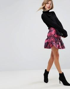 Мини-юбка с камуфляжным принтом ASOS - Розовый