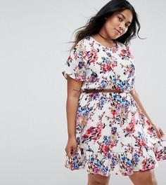 Платье с цветочным принтом и ремнем Yumi Plus - Белый