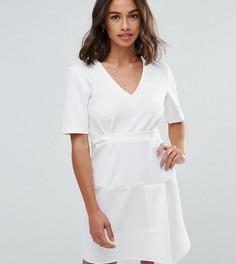 Платье с присборенной талией ASOS PETITE - Белый