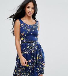 Короткое приталенное платье с поясом и принтом бабочек Yumi Petite - Темно-синий