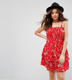 Красное присборенное платье мини с ярусной юбкой и цветочным принтом ASOS CURVE - Мульти