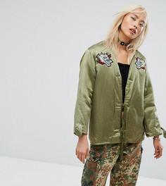 Атласная куртка с подкладкой из искусственного меха и нашивками Milk It Vintage - Зеленый