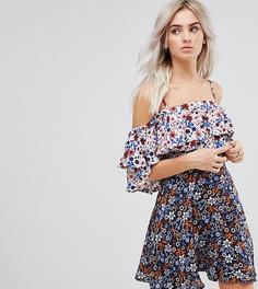 Короткое приталенное платье с цветочным принтом и оборками Boohoo Petite - Мульти