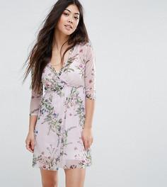 Сетчатое платье с запахом и цветочным принтом New Look Petite - Розовый