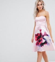 Короткое приталенное платье-бандо с цветочным принтом City Goddess Petite - Розовый