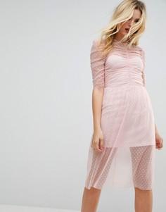 Сетчатое платье миди в горошек со сборками ASOS - Розовый