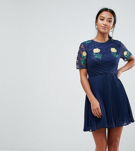 Плиссированное платье мини с кружевом и вышивкой ASOS PETITE PREMIUM - Темно-синий