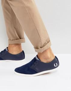 Низкие замшевые кроссовки с перфорацией и кожаными накладками Fred Perry Byron - Синий