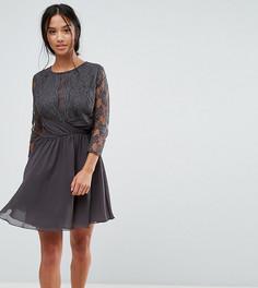 Платье миди с рукавами 3/4, кружевом и сборками на талии Elise Ryan Petite - Серый