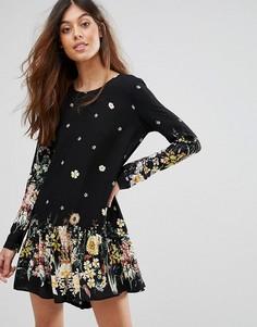 Платье с цветочным принтом QED London - Черный