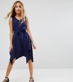 Платье с поясом-завязкой и удлиненным краем Yumi Petite - Темно-синий