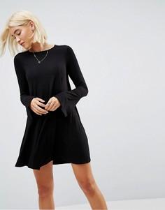 Свободное платье мини с декоративными швами и рукавами клеш ASOS - Черный