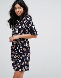 Чайное платье с цветочным принтом и оборками Boohoo - Темно-синий