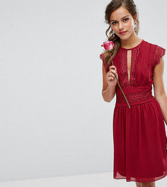 Платье миди с кружевной отделкой TFNC Petite WEDDING - Красный
