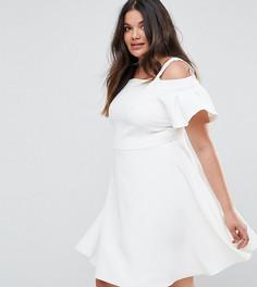 Короткое приталенное платье с открытыми плечами Closet London Plus - Белый