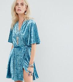 Приталенное платье с запахом из мятого бархата Glamorous Petite - Зеленый