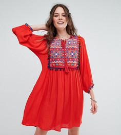 Свободное платье с симметричной вышивкой и помпонами Glamorous Tall - Красный
