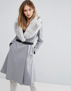 Приталенное пальто с воротником из искусственного меха Ted Baker - Серый