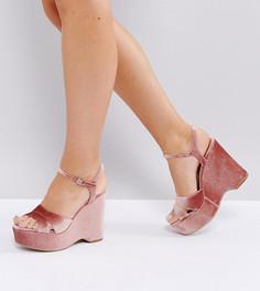 Бархатные босоножки на танкетке для широкой стопы New Look - Розовый