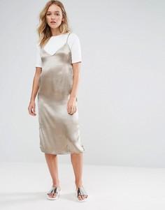 Атласное платье-комбинация миди 2 в 1 с футболкой Neon Rose - Коричневый