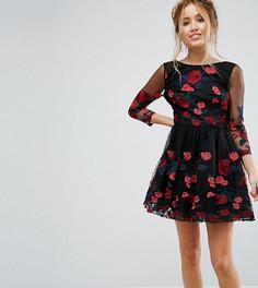 Платье для выпускного с длинными рукавами и цветочной вышивкой Chi Chi London Petite - Черный