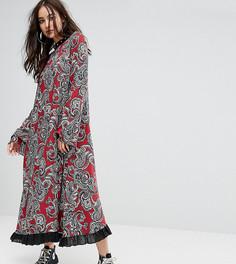 Платье макси с рукавами клеш и заклепками Reclaimed Vintage Inspired - Красный