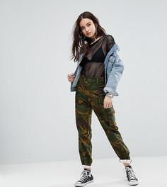 Камуфляжные брюки в стиле милитари Reclaimed Vintage Revived - Зеленый