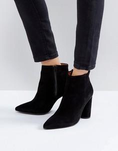 Замшевые ботинки на каблуке Selected - Черный
