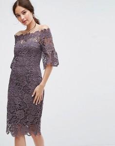 Платье кроше с открытыми плечами и рюшами на рукавах Paper Dolls - Серый