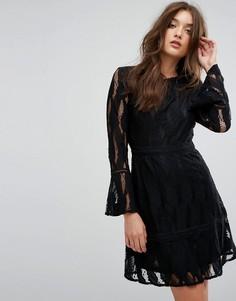 Платье с рукавами клеш и кружевной вставкой Boohoo - Черный