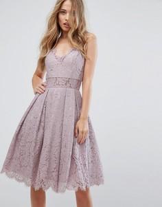 Кружевное платье миди на бретелях Chi Chi London - Фиолетовый