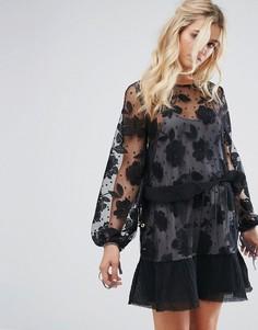 Сетчатое платье мини в горошек с контрастной цветочной вышивкой Stevie May - Черный