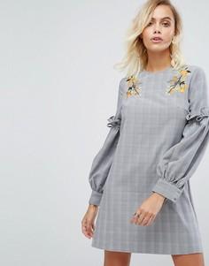 Платье с цветочной вышивкой и оборками на рукавах Fashion Union - Серый