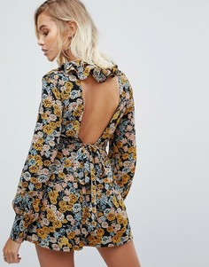 Ромпер с глубоким вырезом на спине и цветочным принтом Fashion Union - Мульти