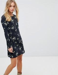 Свободное платье с длинными рукавами и цветочным принтом Glamorous - Черный