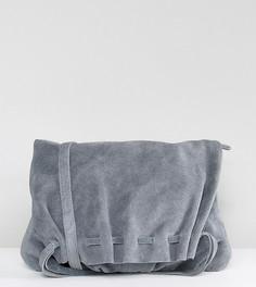 Замшевая сумка через плечо со сборками Reclaimed Vintage Inspired - Черный
