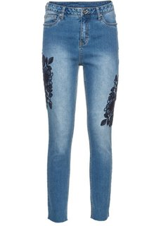 Джинсы с цветочной вышивкой (голубой) Bonprix