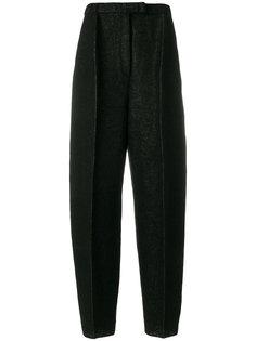 суженные книзу брюки со складками спереди  Boboutic