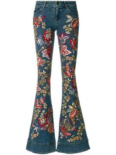 расклешенные джинсы с вышивкой Alice+Olivia