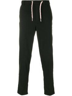 брюки со сборкой Maison Kitsuné