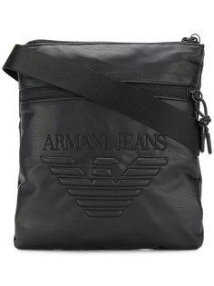 сумка-почтальонка с тисненым логотипом Armani Jeans