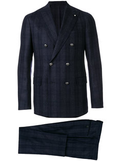 классический строгий костюм Lardini