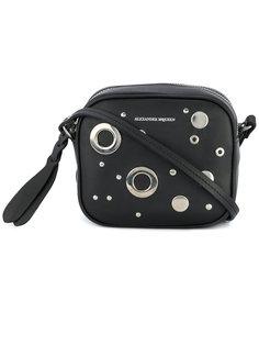 сумка на плечо с люверсами и заклепками Alexander McQueen