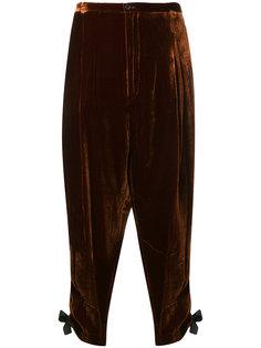 брюки с завязками на манжетах  Toga